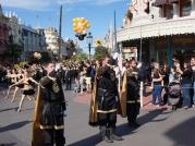 ucf-parade-at-magic-kingdom-12