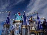 ucf-parade-at-magic-kingdom-25