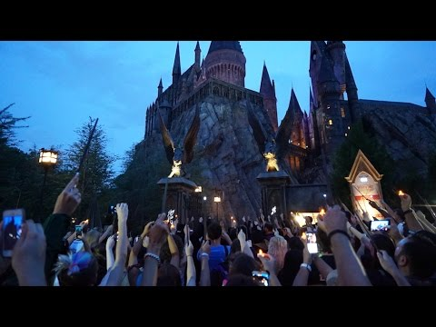 Wands Raised in Tribute to Orlando nightclub victim at Wizarding World of Harry Potter