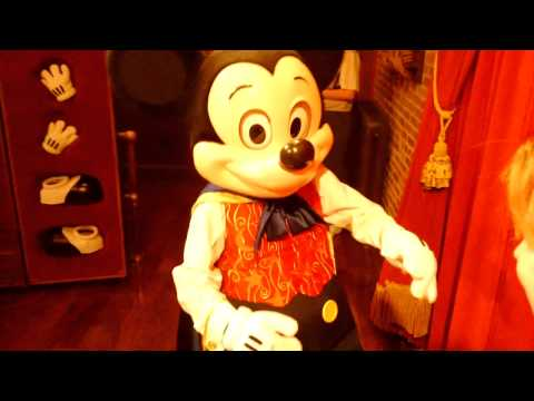 Magician Mickey talks about visiting the Haunted Mansion
