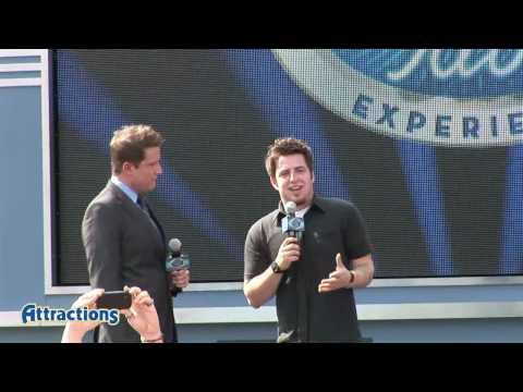2010 American Idol Lee DeWyze meeting fans at Walt Disney World
