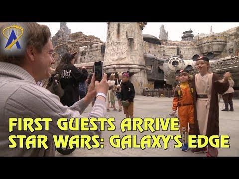 First Guests Arrive on Batuu - Star Wars: Galaxy's Edge at Disneyland