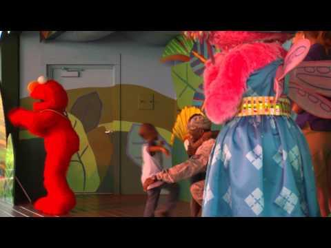 Soldier surprises family at Busch Gardens Sesame Street show