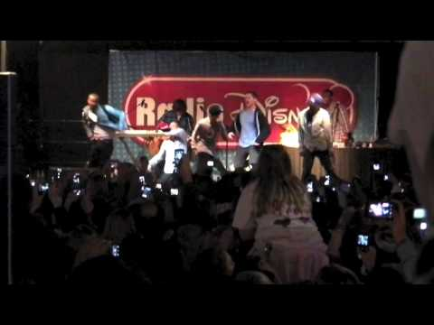 """Justin Bieber sings """"One Time"""" in a Radio Disney concert in Celebration Florida"""