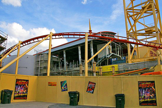A look at the continuing construction of the Hollywood Rip Ride Rocket coaster.