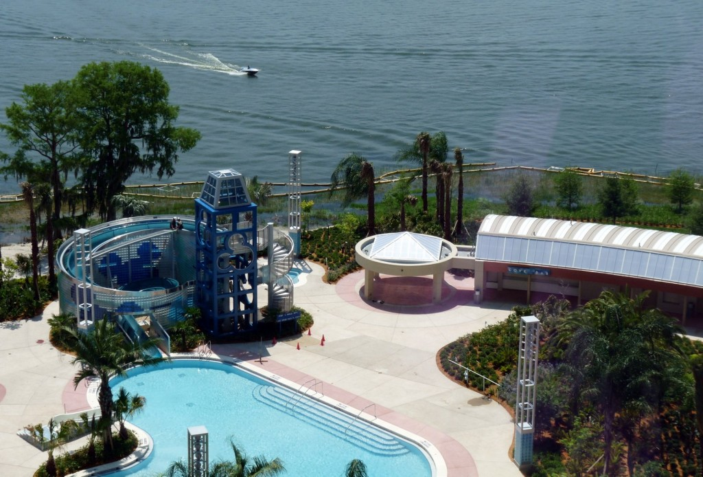 Bay Lake Tower pool and Cove Bar
