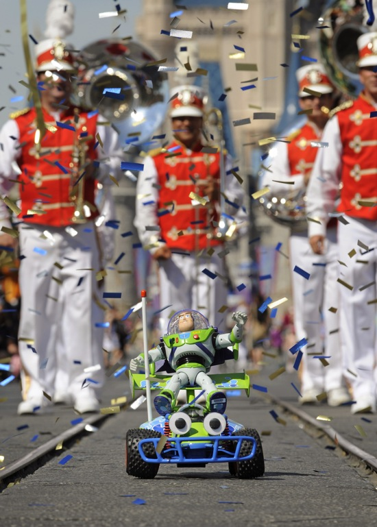 BUZZ LIGHTYEAR TOY RETURNS FROM SPACE TO A HERO'S WELCOME AT DIS