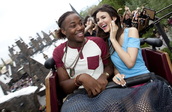 leon thomas iii dating ariana grande