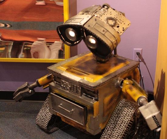 Wall-E at Ripley's - Made of bolts
