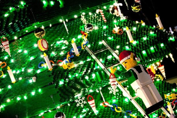 2011.07.06_LEGOLAND_TREELIGHTING_001.jpg