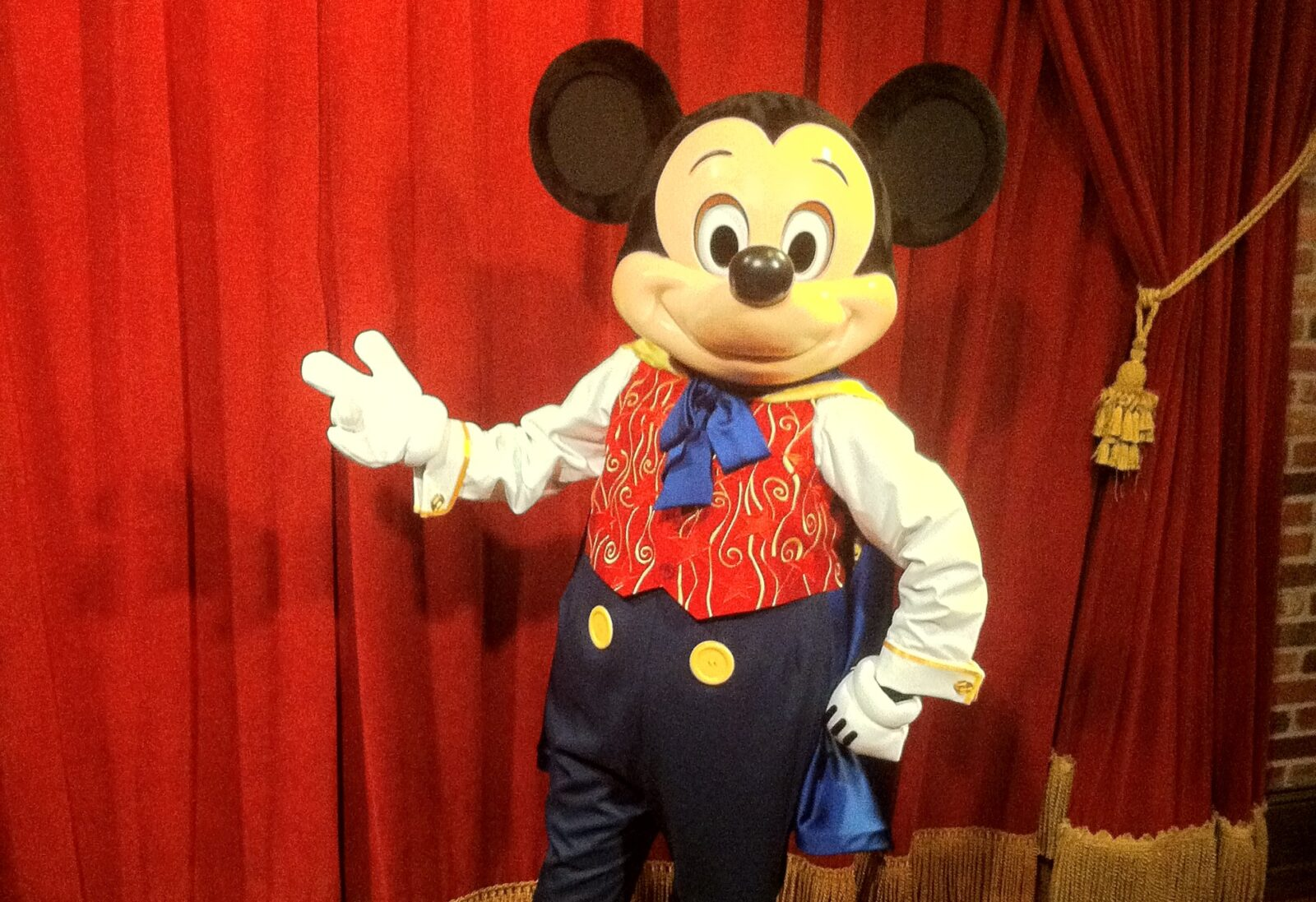 Talking magician mickey now meeting guests daily at magic kingdom talking magician mickey now meeting guests daily at magic kingdom attractions magazine m4hsunfo Images