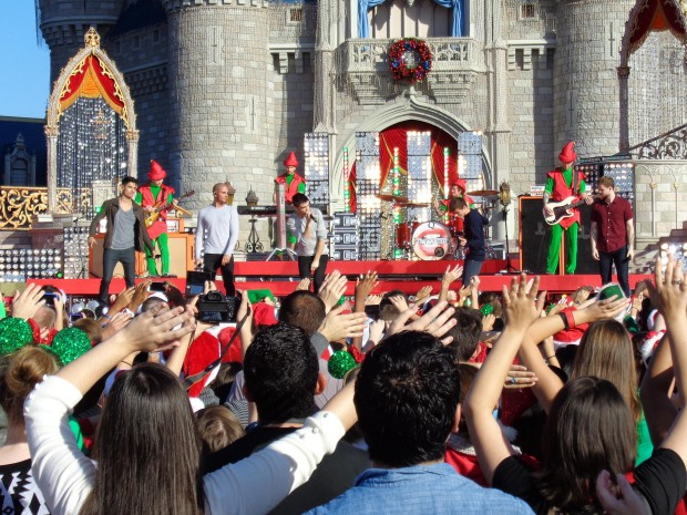 Disney Parks Christmas Day Parade The Wanted