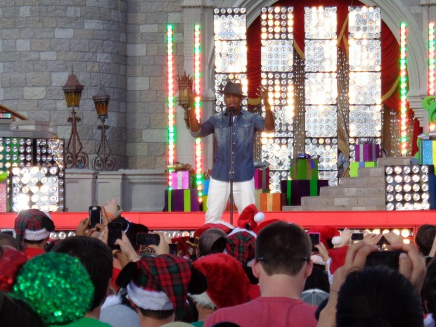 Disney Parks Christmas Day Parade ne-yo