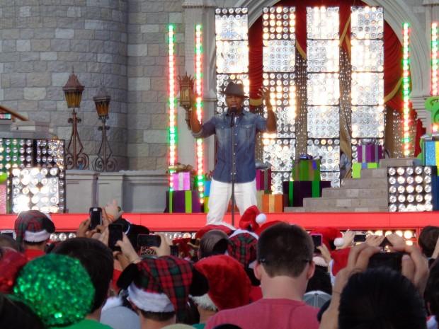Disney Parks Christmas Day Parade ne-yo