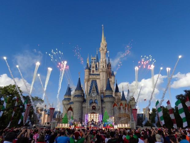 Disney Parks Christmas Day Parade ne-yo pyro