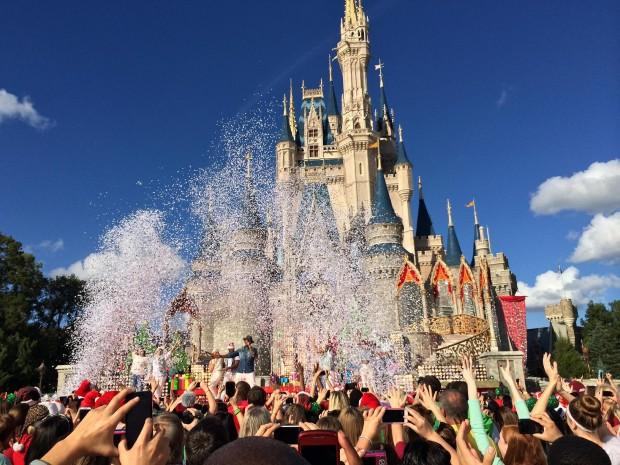 Disney Parks Christmas Day Parade ne-yo snow