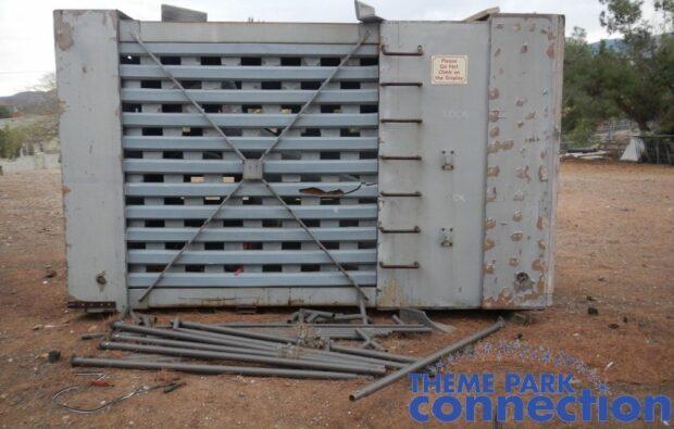 JURASSIC PARK Velociraptor Cage Crate