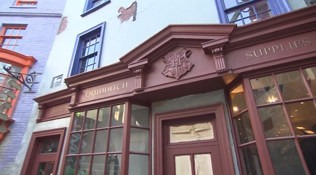 Inside Diagon Alley at Universal 321