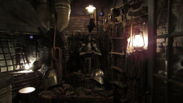 Jaws tribute Diagon Alley blacksmith shop chains rope ladder