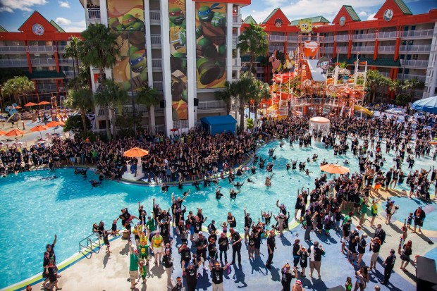 Guinness World Record broken at Nickelodeon Suites Resort with Teenage Mutant Ninja Turtles group photo