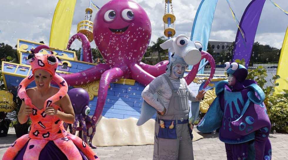 Seaworld halloween characters