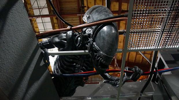 Z35-alienAbove2