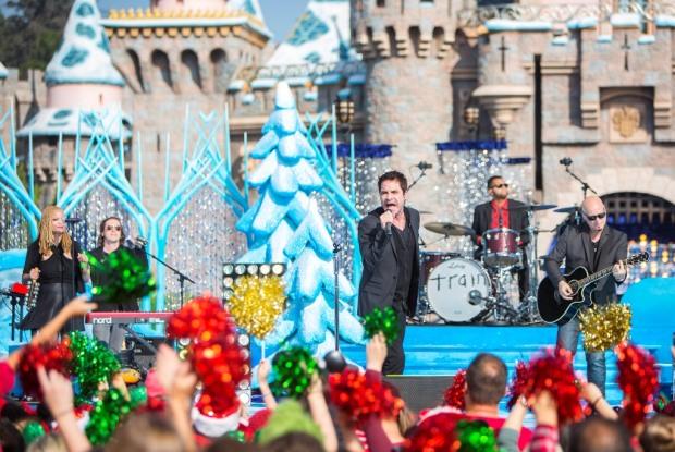 Train Disney Parks Frozen Christmas Celebration
