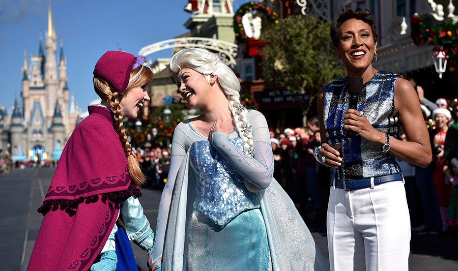 Frozen Christmas Special.Christmas Parade Special Transforms Into A Frozen Celebration