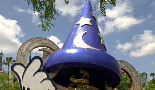 sorcerer's hat at disney's hollywood studios