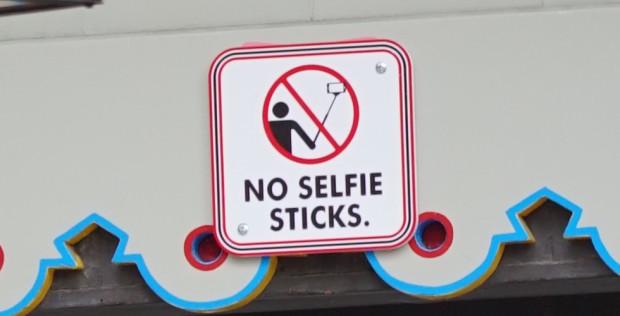 no selfie sticks sign