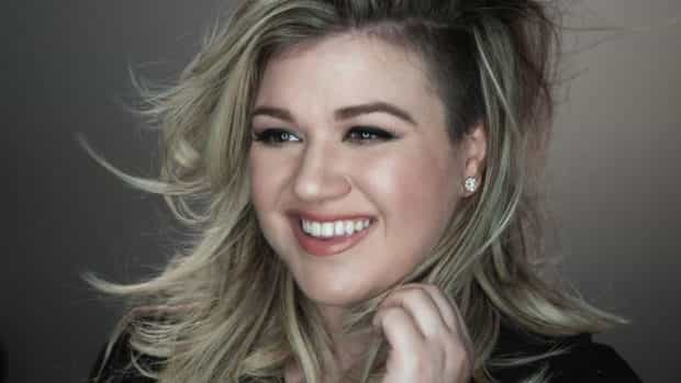 Music Superstar Kelly Clarkson to Perform on Disney/ABC Television Holiday Specials