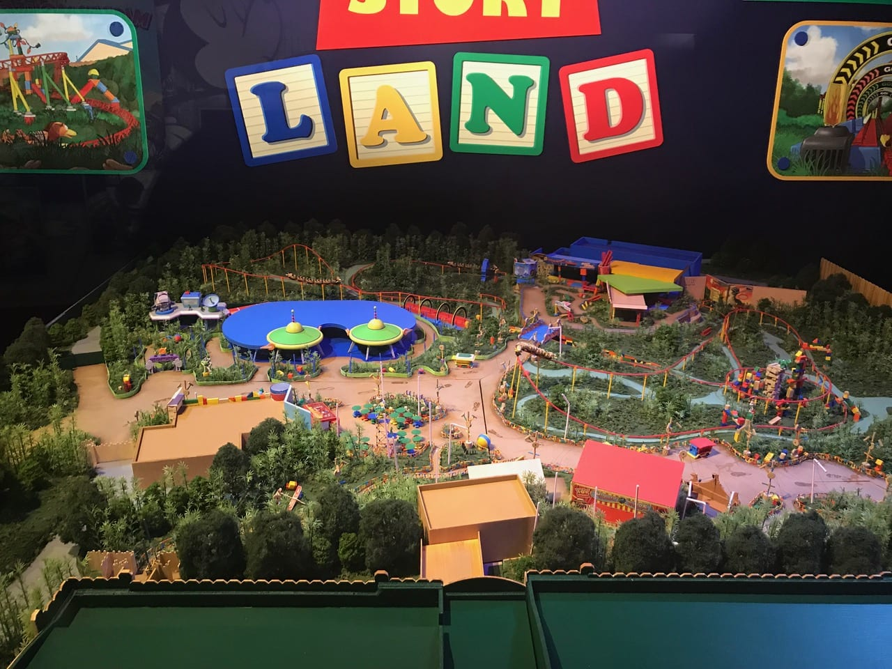 Disney: Woody's Lunch Box set for Toy Story Land
