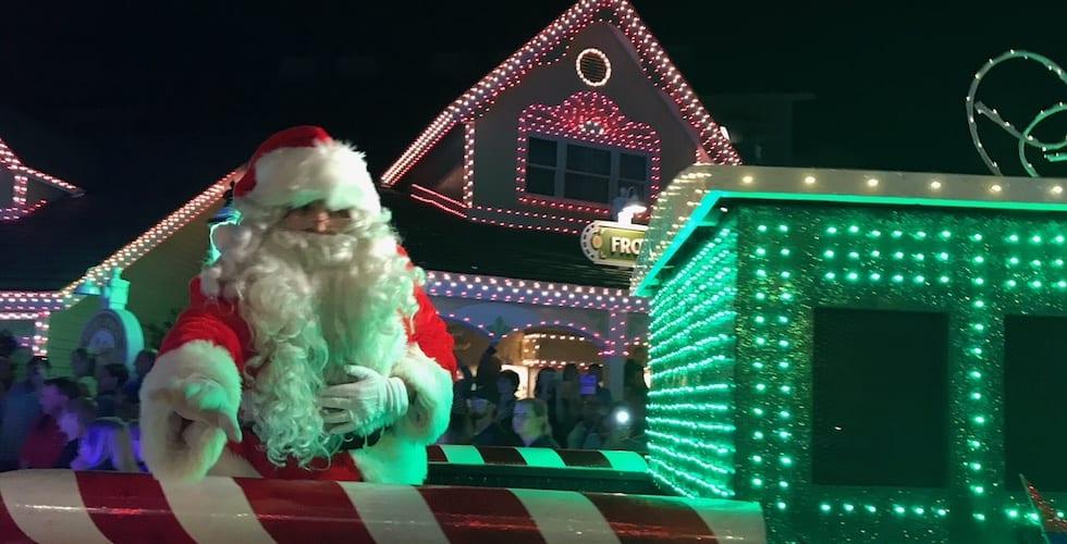 dollywoods smoky mountain christmas returns for the holiday season
