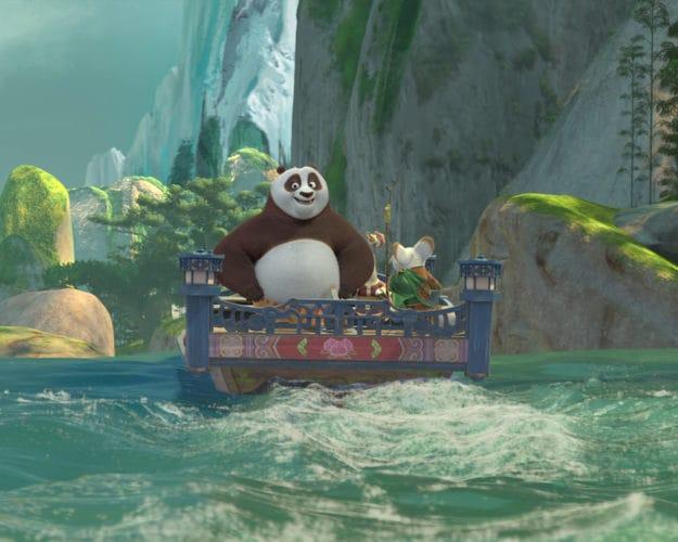Kung fu panda flottant sur une rivière dans le nouveau spectacle de théâtre Dreamworks