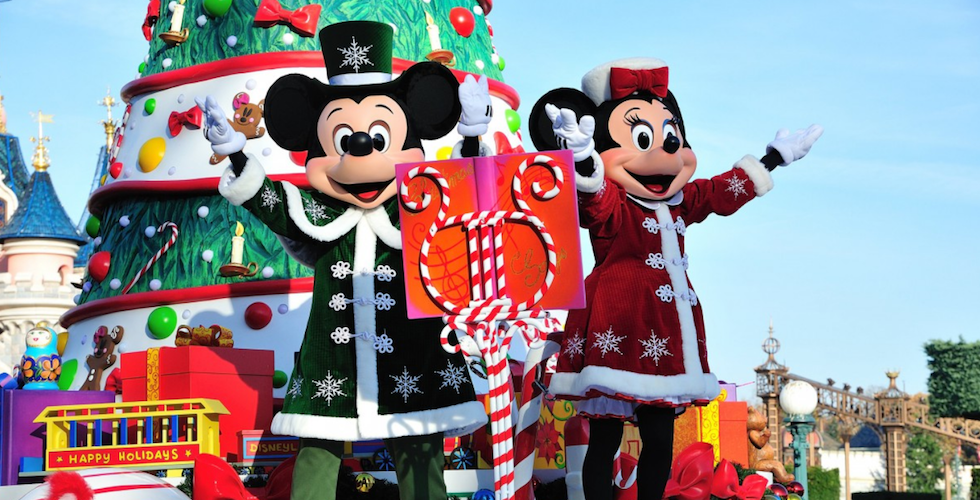 Christmas Minnie Mouse Disneyland.Disneyland Paris Celebrates 90 Years Of Mickey Mouse This