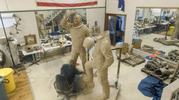 apollo 11 statue