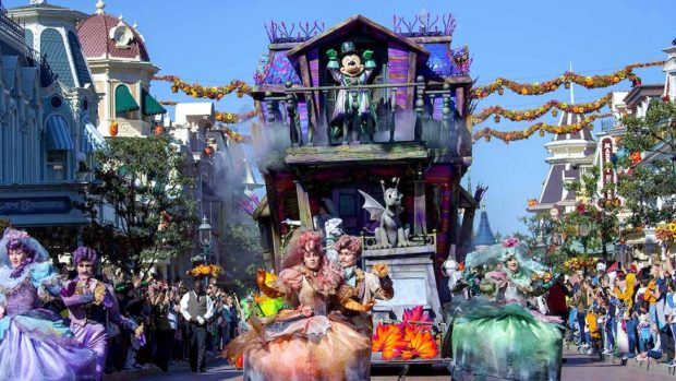 mickey's halloween party cavalcade