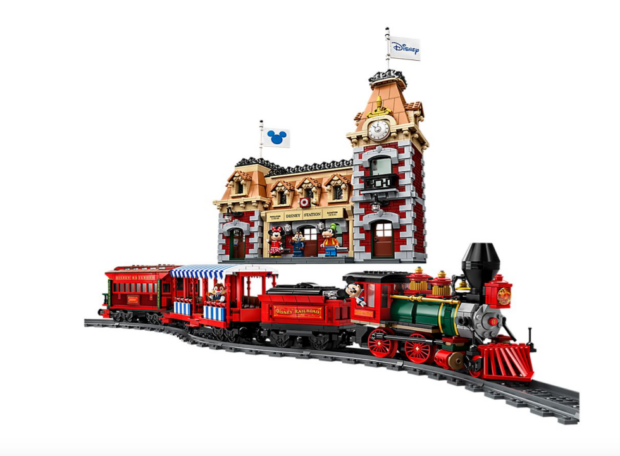 lego dl train and station