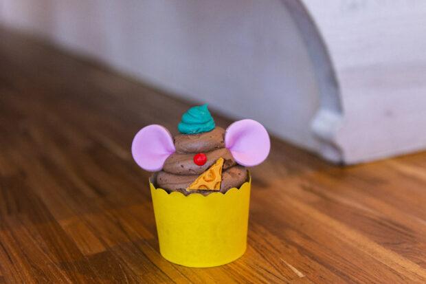 greedy gus gus cupcake