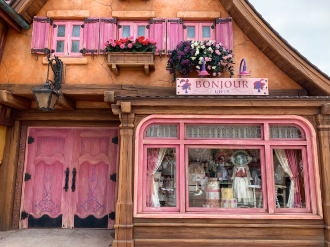 Bonjour gifts window-front in 'Beauty and the Beast' Fantasyland Expansion
