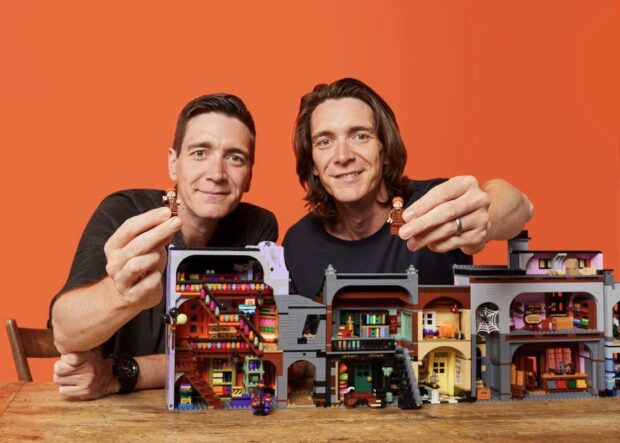 Lego Diagon Alley set, Lego, Diagon Alley, Harry Potter, Weasleys' Wizard Wheezes, Fred and George Weasley, James and Oliver Phelps