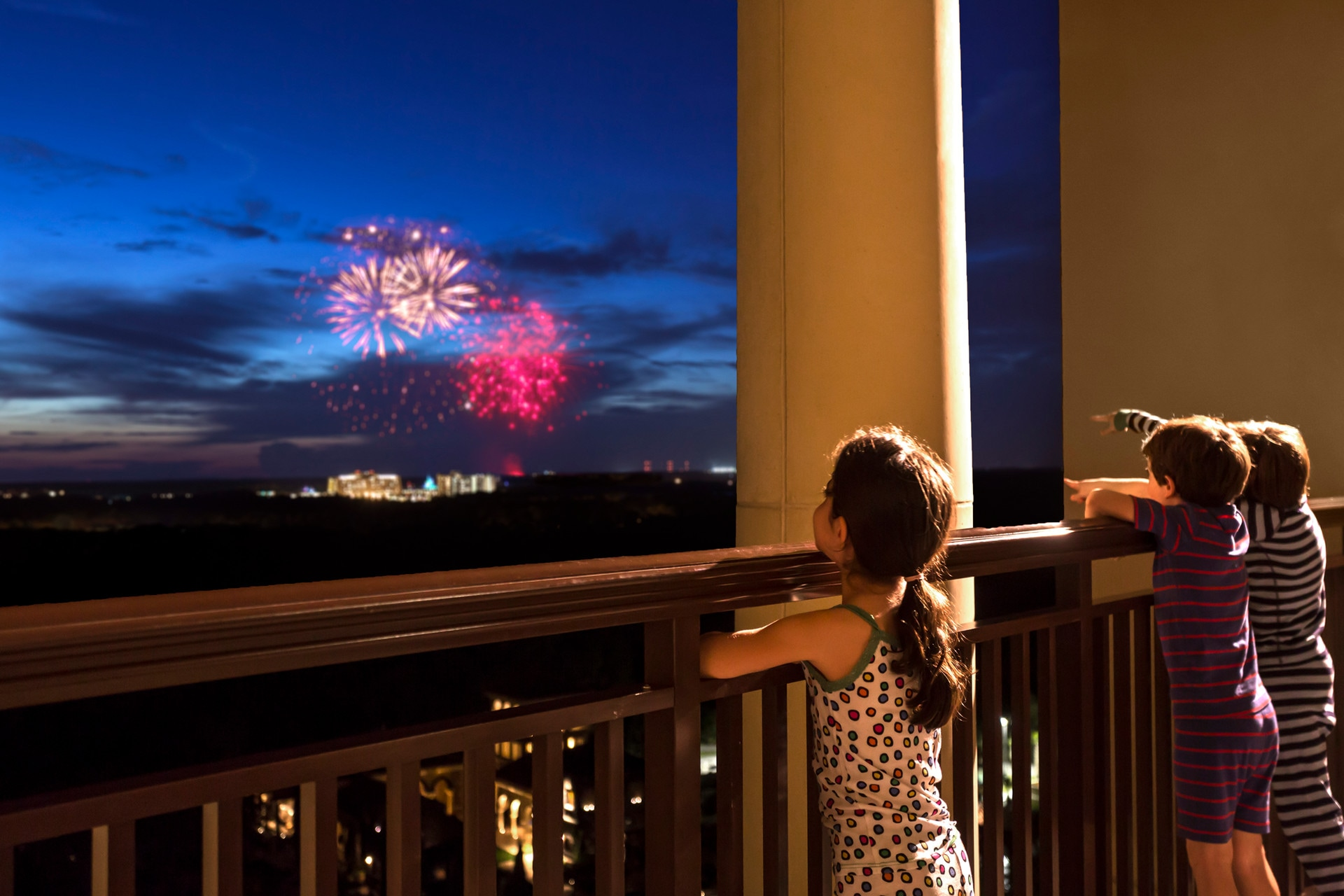 Four Seasons Orlando, Walt Disney World, Schoolcation, fireworks