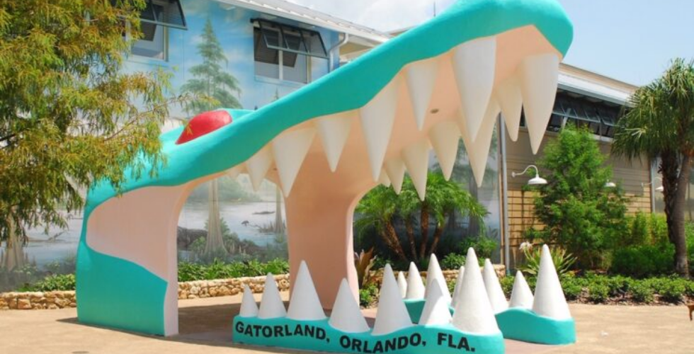 gatorland florida entrance jaw