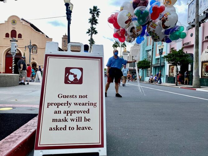 Sign at Disney's Hollywood Studios telling guests to wear their masks or be asked to leave.