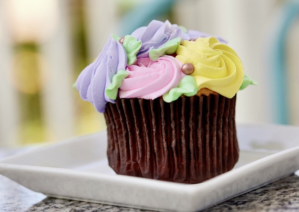 Yacht Club Mother's Day cupcake