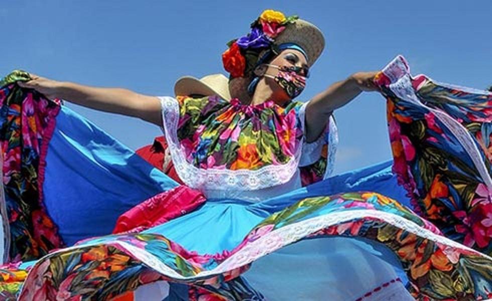 SeaWorld Cinco de Maya dancer