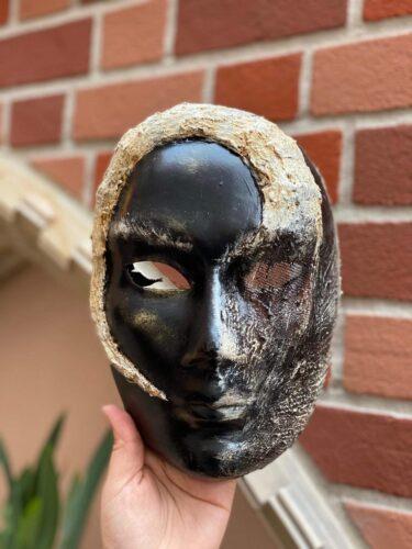 Epcot's Italy pavilion Alieno mask