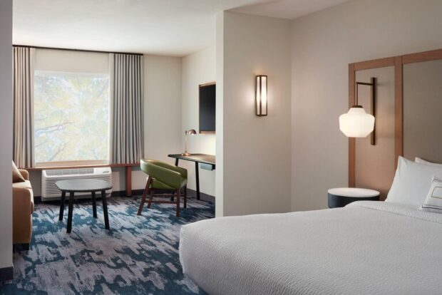 Fairfield Inn & Suites at Flamingo Crossings Town Center guest room