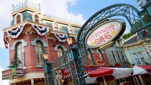 Disneyland Dining - Refreshment Corner