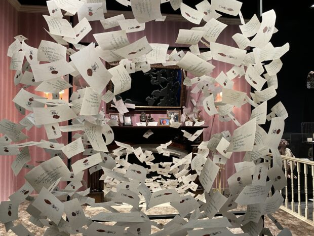 Warner Bros. Studio Tour - Harry potter Hogwarts Letter Photo op